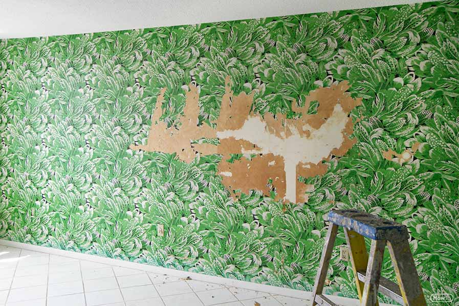 Once before removing the wallpaper from the room, you need to look around the room and make sure about the things that need to be protected.